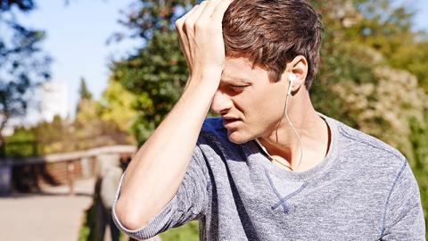 Migräne? So wirst du Kopfschmerzen mit einem Kugelschreiber los