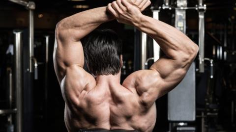 Stählt eure Schultermuskeln ohne Gewichte