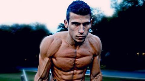Street Workout: Das unglaubliche Training eines Gymnasten