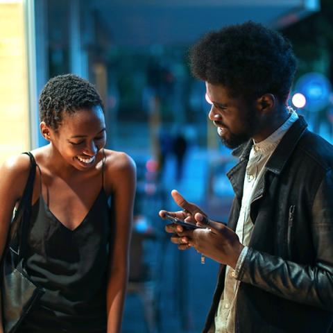 Flirten durch blicke