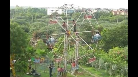 Indien: Würden Sie sich trauen, in dieses Riesenrad zu steigen?