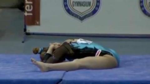 Carlotta Ferlito: die italienische Athletin entgeht bei diesem Sturz nur knapp einer Katastrophe