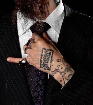 Schriftzug tattoo mann