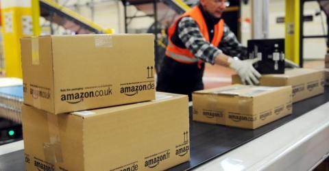 Zettel mit Nachricht in Amazon-Päckchen entdeckt, die allen zu denken gibt!