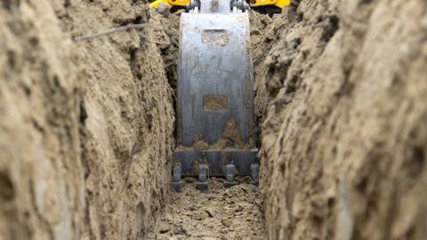Bei Abriss: Plötzlich machen die Bauarbeiter einen unglaublichen Fund!