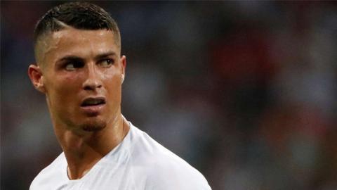 So daneben reagiert Cristiano Ronaldo, als er erfährt, dass er nicht Europas Fußballer des Jahres wird