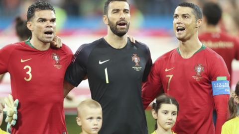 Cristiano Ronaldo hat ein seltsames Ritual beim Singen der Nationalhymne