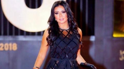 Schauspielerin zeigt sich in durchsichtigem Kleid: Jetzt droht ihr der Knast!