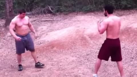 Dieser Bodybuilder fordert einen Jiu-Jitsu-Schwarzgurt heraus. Doch das wird er bitter bereuen!