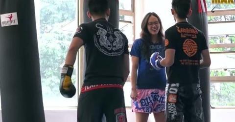 Meisterin im Muay Thai gibt sich als Anfängerin aus