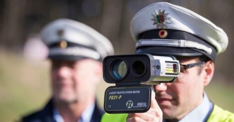 Radarkontrolle: Polizist gibt 3 Insider-Tipps, wie du niemals Strafe zahlen musst