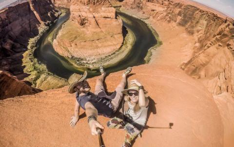Paar reist mit nur 8 Euro pro Tag durch 50 Länder