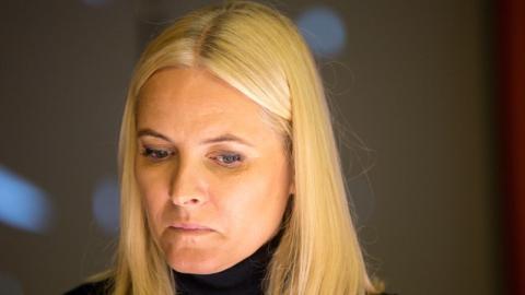 Sex-Schock für Kronprinzessin Mette-Marit: Künftige Schwiegertochter (22) halbnackt im Netz