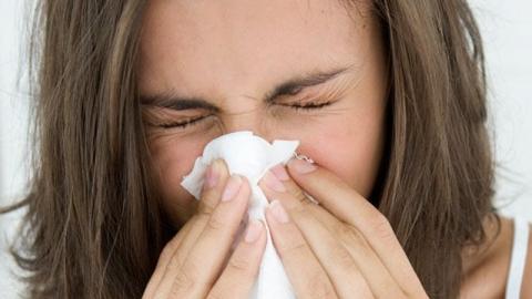 Experten warnen vor Taschentüchern: Warum Naseputzen ein Risiko ist