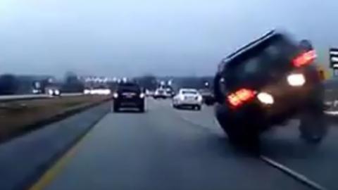 Wagen fährt zu dicht auf: Plötzlich bremst das Auto vor ihm