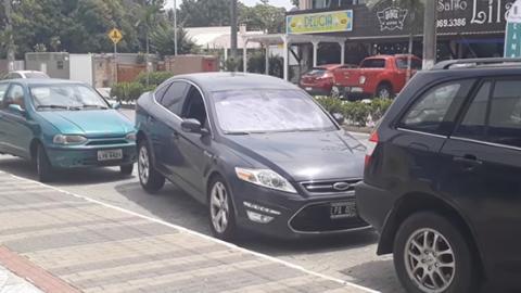 Geniales Manöver: Brasilianer zeigt, wie ihr aus einem engen Parkplatz kommt