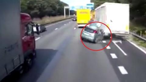 Unglaublich heftiger Unfall auf der Autobahn