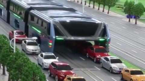 Neues Transportmittel: Dieser Riesenbus rollt über die Straßen Chinas