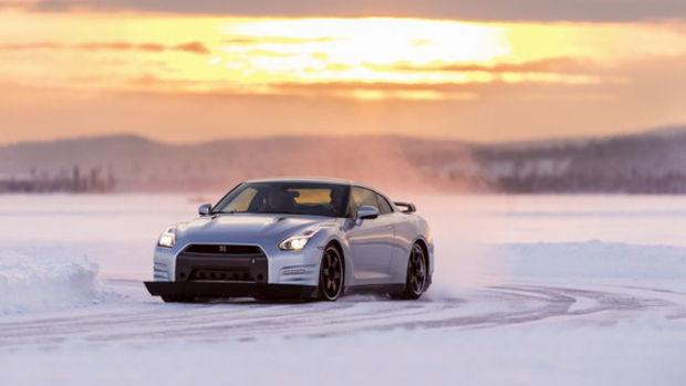 Nissan GT-R : Preis, Technische Daten: Das Straßenmonster im Video