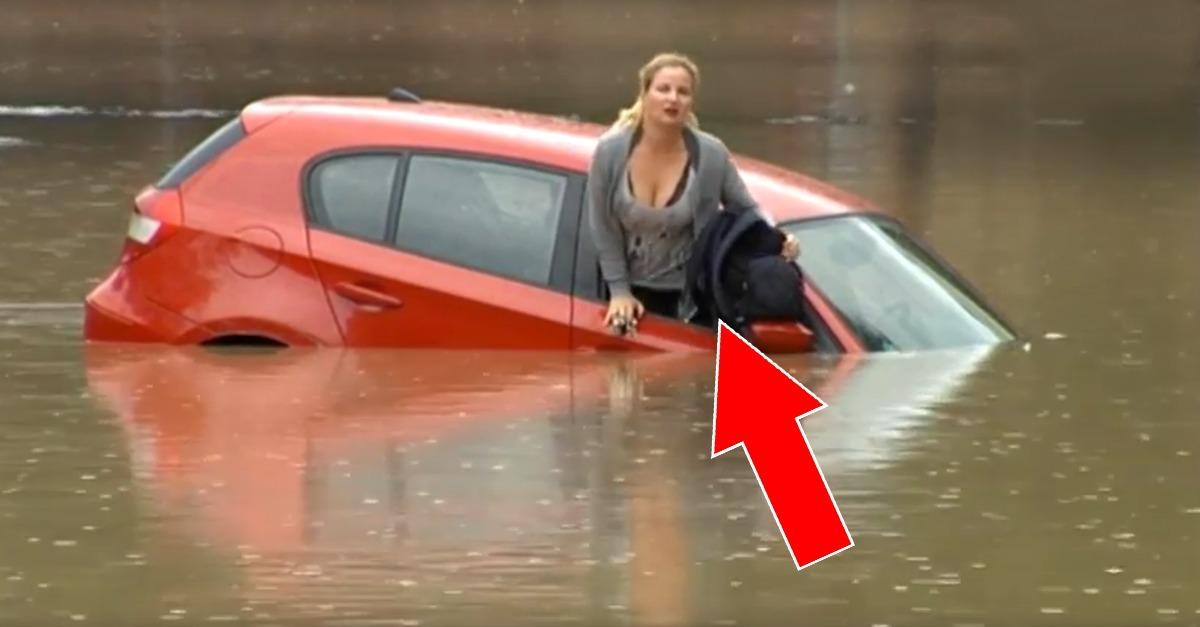 Eine Frau landet mit ihrem Auto im Wasser und rettet sich