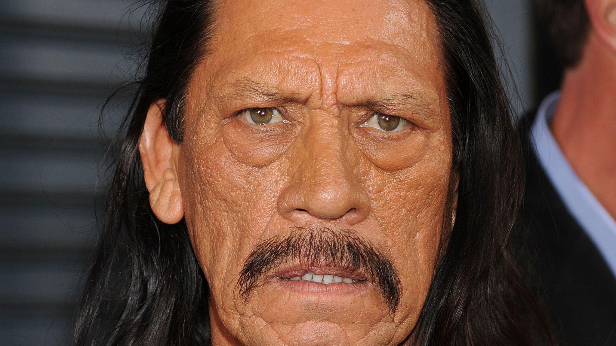 """Danny Trejo: Der """"Bösewicht"""" enthüllt sein wahres Gesicht, als es zu einem Unfall kommt"""