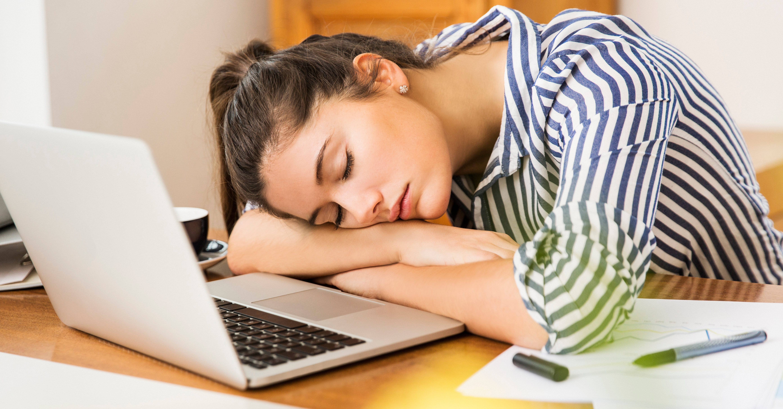Häufige Nickerchen könnten ein frühes Symptom dieser Krankheit sein!