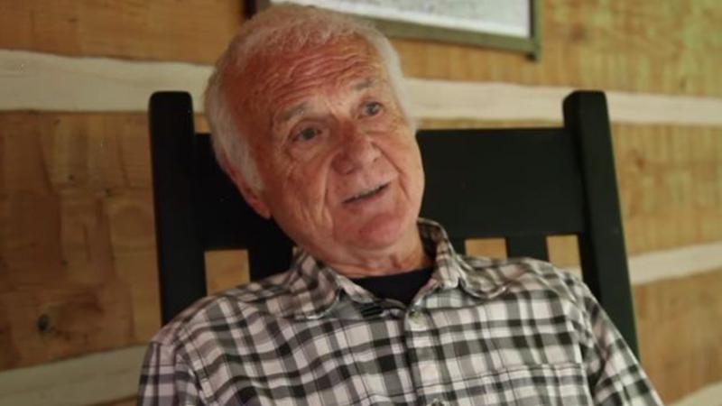 Irre Karriere: Ihr erratet nie, was dieser 85-jährige Priester heute beruflich macht!