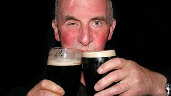 Wenn du rot anläufst, wenn du Alkohol trinkst, musst du wirklich aufpassen!