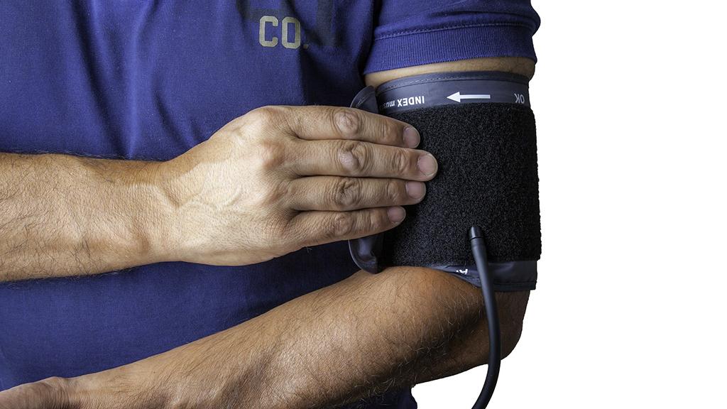 Zu niedriger Blutdruck (Hypotonie): Symptome, Ursachen, Werte, Hausmittel, Medikamente, was tun?