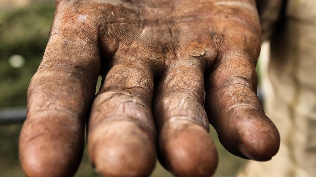 Dieser Mann hat sich seit 60 Jahren nicht gewaschen: Er ist beinahe nicht mehr zu erkennen