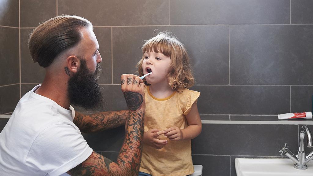 Tätowierte Eltern: Vater zeigt auf, warum ihnen die Gesellschaft nicht die Vorbild-Funktion absprechen darf