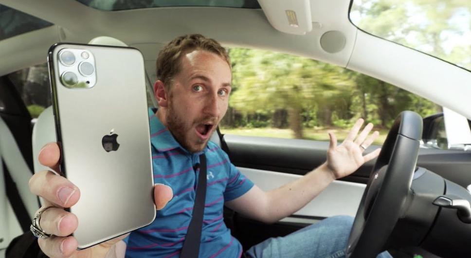 iPhone 11 Pro: Mann nutzt Smartphone auf seltsame Weise und löst zahlreiche Reaktionen aus