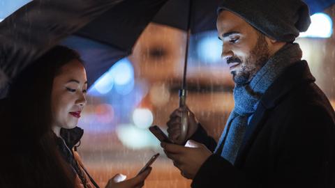 Wenn du diese Charaktereigenschaften hast, wirst du süchtig nach Dating-Apps