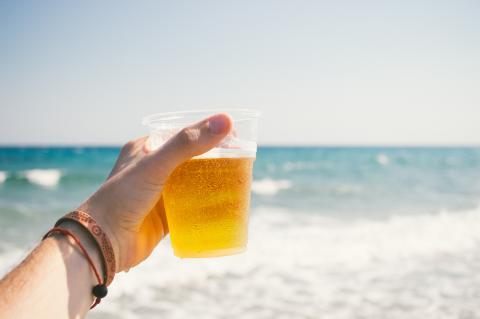 Wenn ihr das macht, bekommt ihr euer Bier in Barcelona kostenlos