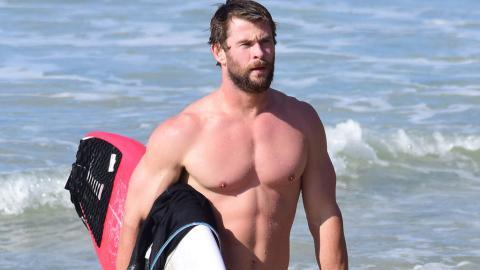 Stark wie Thor: Chris Hemsworth teilt sein Ganzkörper-Hanteltraining unter freiem Himmel