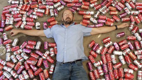Er trinkt einen Monat lang 10 Dosen Cola pro Tag mit schweren Folgen