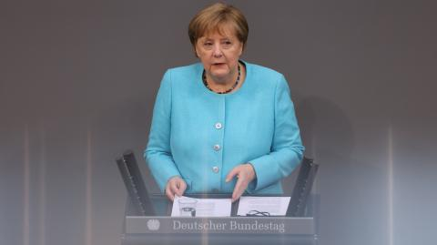 Mappe zu, Maske auf: So war Merkels letzter Auftritt im Deutschen Bundestag
