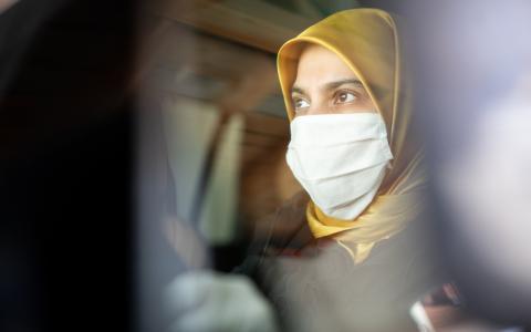 """""""Peinlicher Vorfall"""": Frau wird wegen ihrem Kopftuch vom Wählen abgehalten"""