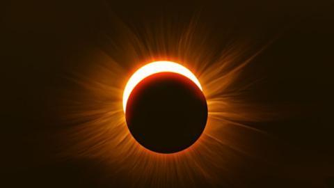 """""""Teufelshörner"""": Diese ungewöhnliche Sonnenfinsternis gruselt das Internet"""
