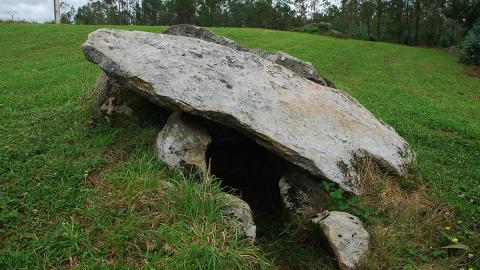 3.000 Jahre altes Grab gibt Rätsel auf: Skelette umarmen sich