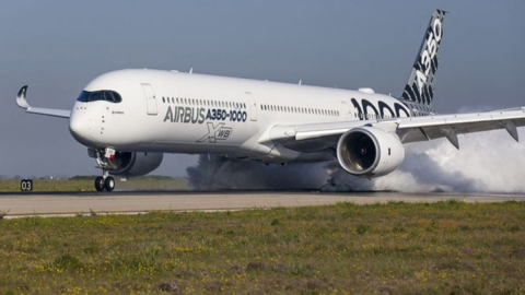 Atemberaubender Start: Airbus A350 hebt beinahe vertikal ab