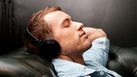 """Schlaf mit """"rosa Rauschen"""" hat Auswirkungen aufs Gehirn"""