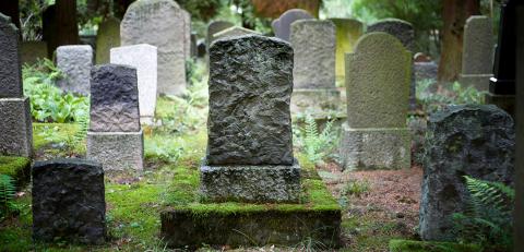 Totentanz: Bewegen sich Leichen noch nach der Beerdigung?