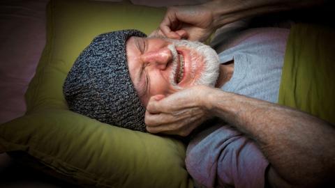Forschung: Das steckt dahinter, wenn wir im Schlaf zusammenzucken