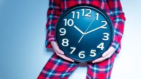 Sozialer Jetlag durch Zeitumstellung: Welche Zeit ist biologisch gesünder für uns?