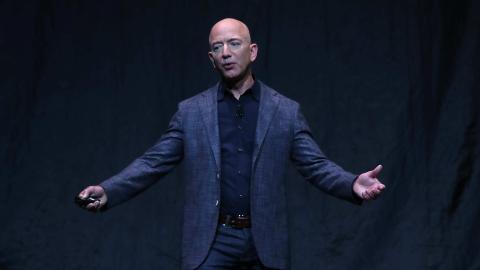 Jeff Bezos fliegt ins All: Er nimmt seinen Bruder mit auf das Abenteuer