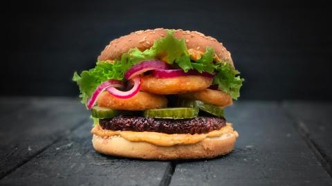 Pflanzliche Burger: Sind die verarbeiteten Lebensmittel wirklich besser für unsere Gesundheit?