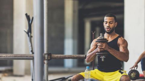 Zu Hause trainieren: Mit diesen fünf Tipps könnt ihr euch ein eigenes Fitnessstudio einrichten