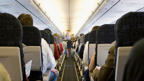 Diese Sitzreihe bietet im Flugzeug die größten Chancen, einen Absturz zu überleben
