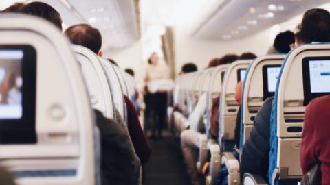 Nicht nur in Pandemie-Zeiten: Deswegen solltest du im Flugzeug niemals den Sitz tauschen